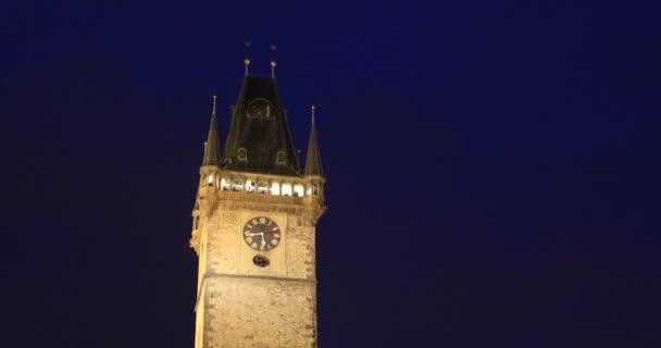 astronomická věž s hodinami