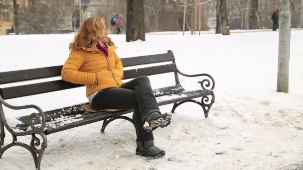 Winter-Porträt-Frau Niesen in die Natur
