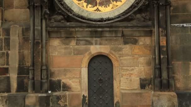 Původní orloj v centru náměstí Prahy, Česká republika 4