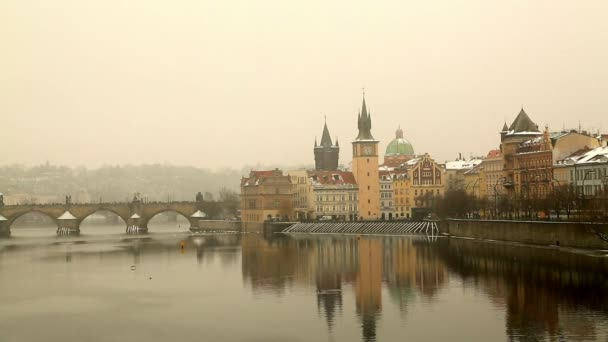 Pohled na Karlův most a Vltava river v Praze 2