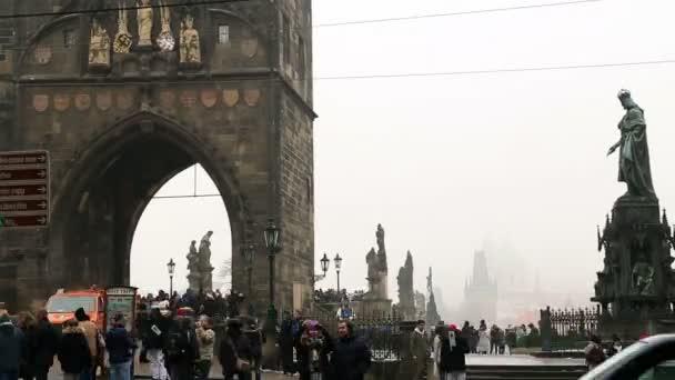 Karlův most, Pražský časová prodleva