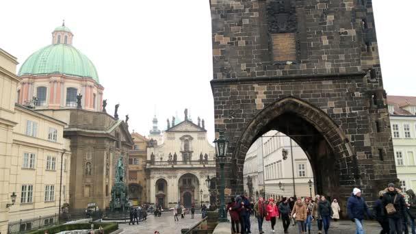 Turisté navštíví Karlův most