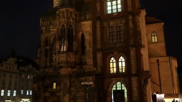 Praha orlojem v noci