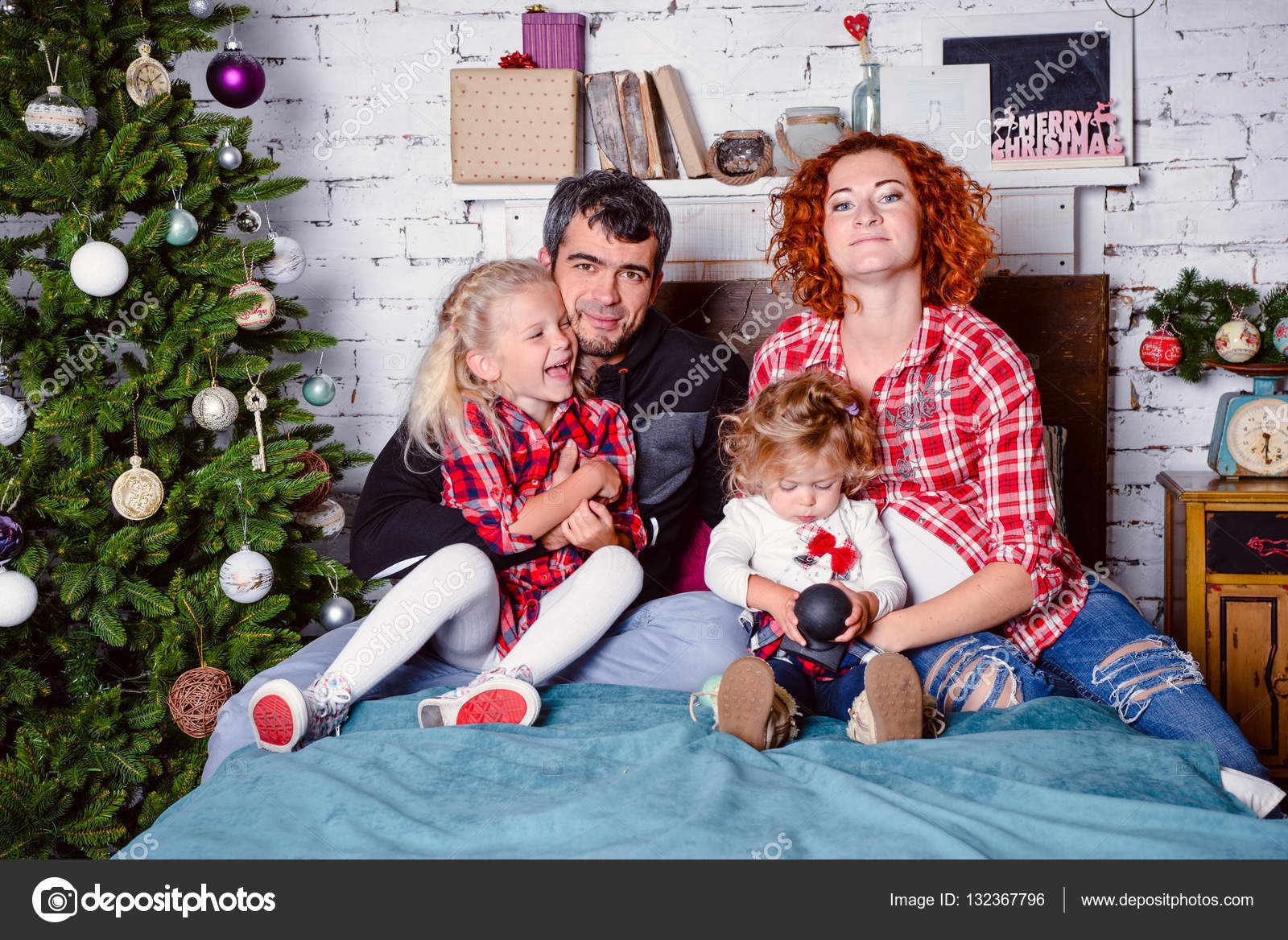 modern family mother father daughter christmas portrait decorated christmas tree cozy atmosphere living room family together christmas celebration - Modern Family Christmas