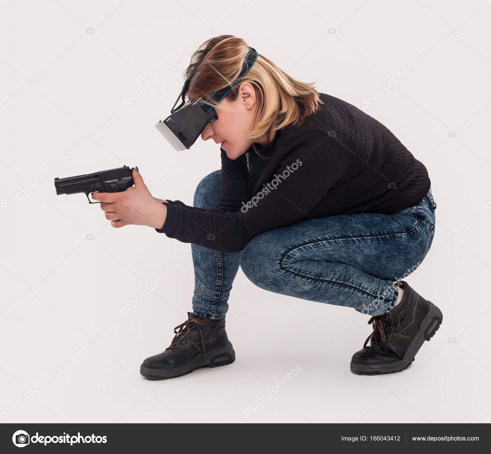 Woman play VR shooter game with vr glasses and gun — Stock Photo