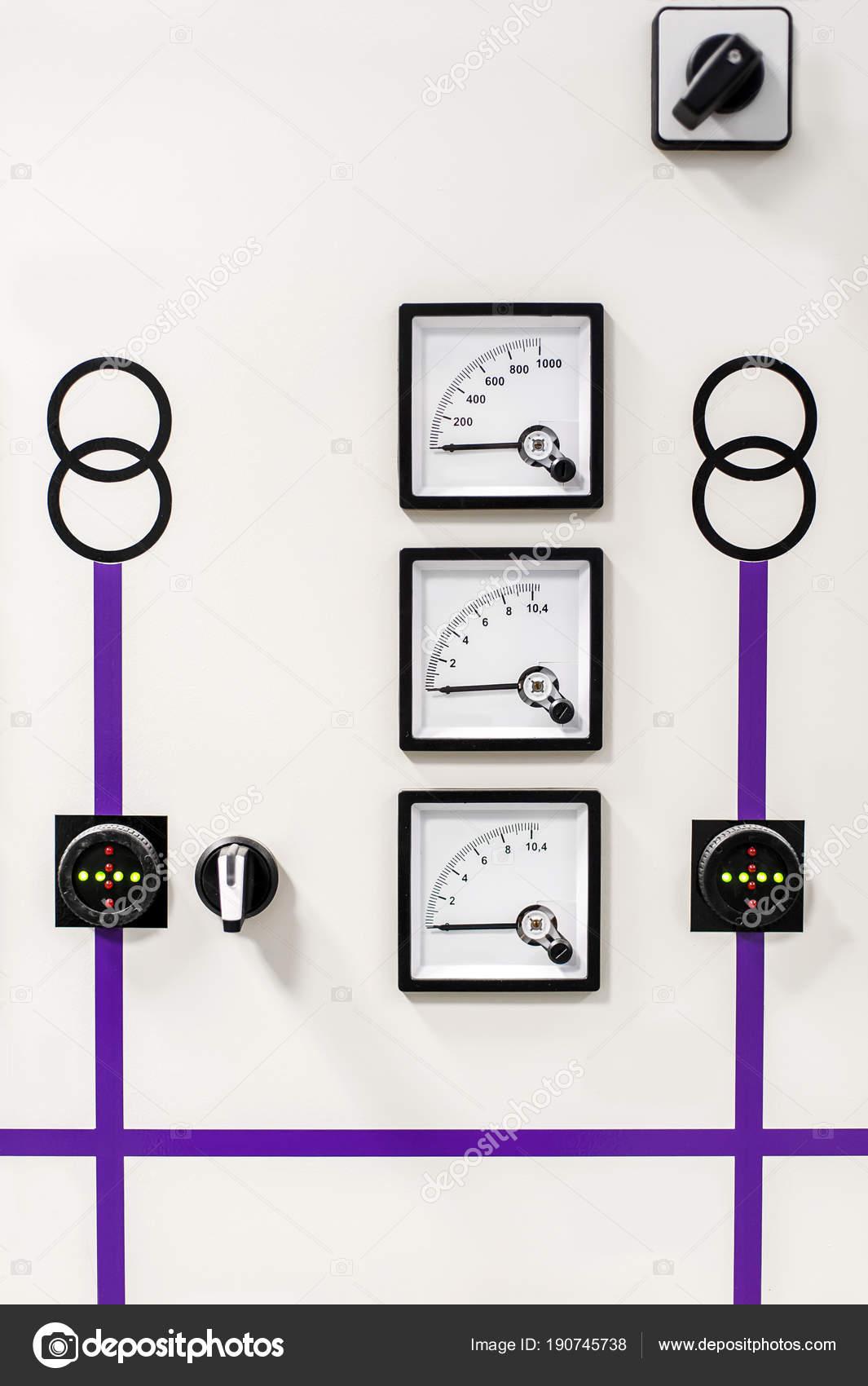 Schema Elettrico Relè Interruttore : Sistema di protezione del relè. unità di controllo baia