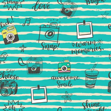 Seamless pattern with hand drawn doodle sketch photo cameras