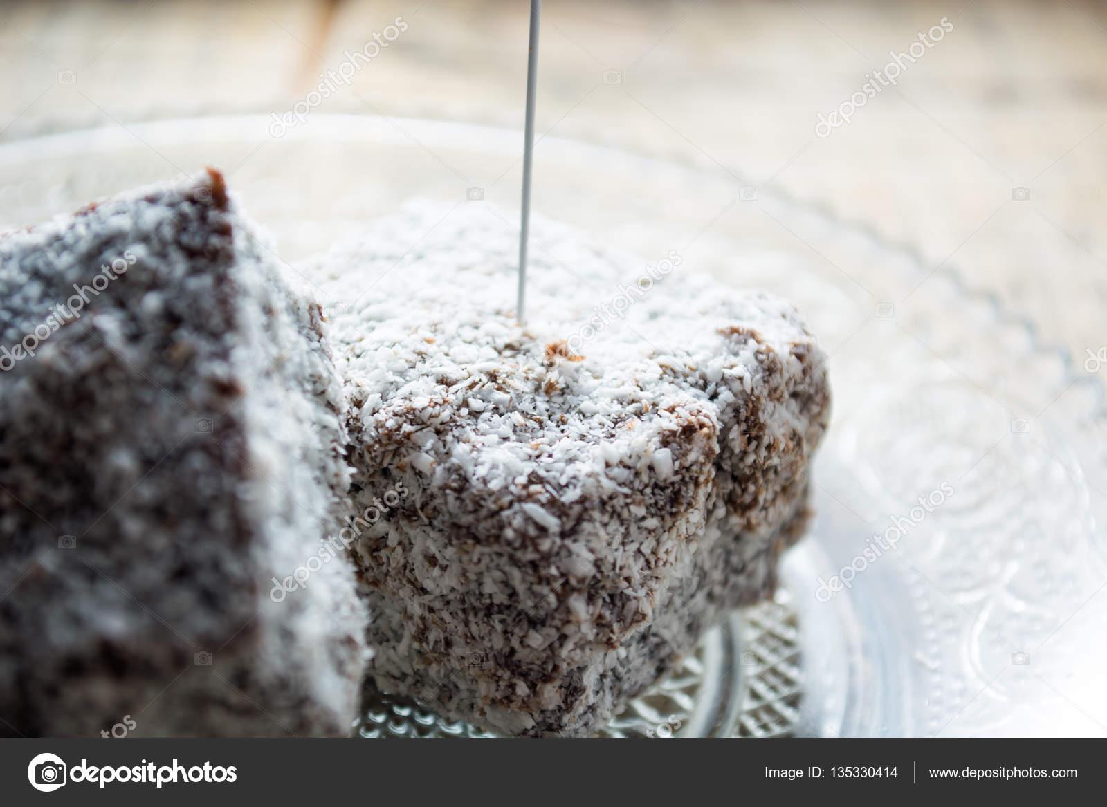 Schokoladenkuchen Mit Kokosmehl Stockfoto C Radebg 135330414