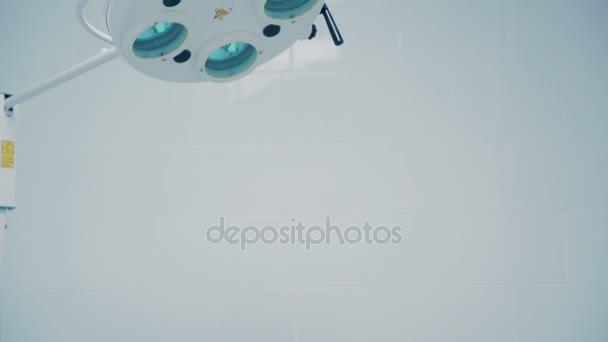 Lékařská prohlídka lampa. Lékařské vybavení v moderní nemocnice