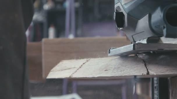 Nástroje v truhlářské dílně. Skládačka pro vyřezávání dřevo