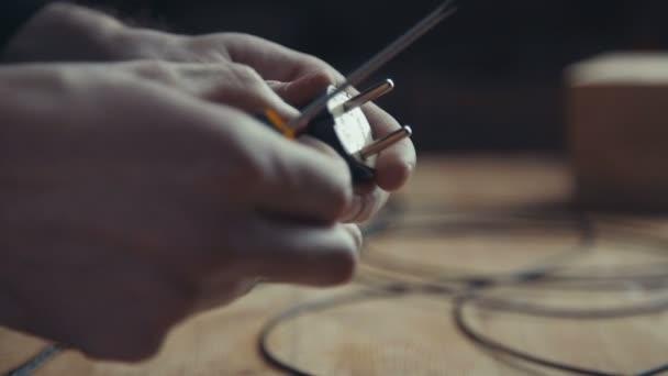 Workman opravovat plug, Jacku, adaptér plug šroubovákem.