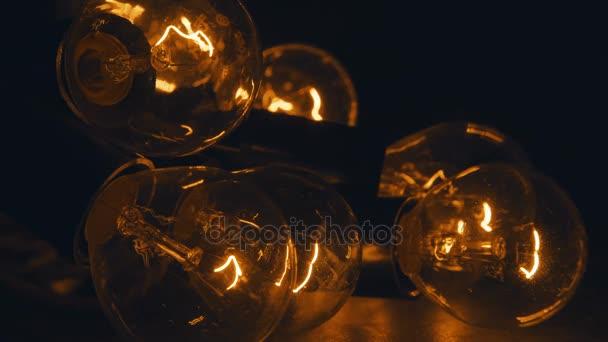 Retro verlichting in loft-stijl. Set vintage lampen op zwart ...