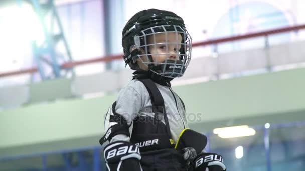 Rusko, Novosibirsk, 2017: Portrét chlapce v hokejové helmy