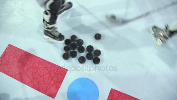 Detail z hokejové puky. Trénujte hokej