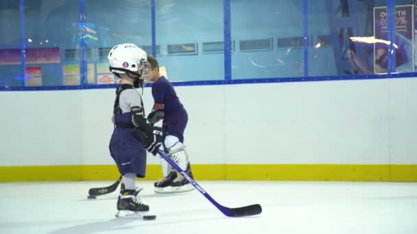 Rusko, Novosibirsk, 2017: Maminka a malý hokejista