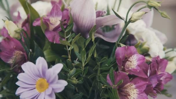 Női virágüzlet, hogy gyönyörű csokor virág bolt