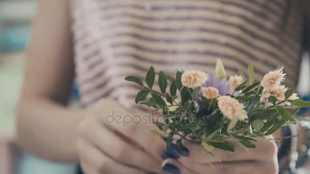 Mesterkurzus o virágüzlet, virágcsokor dolgozni. Virágbolt