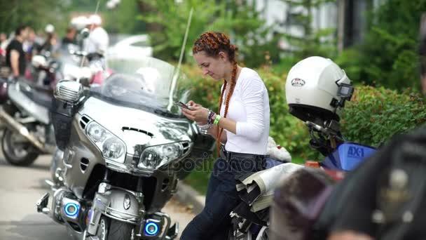Novosibirsk 2016: Ženy mají rádi Pánská koníčky. Motofestival.