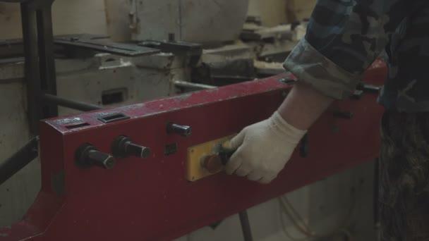 Zpracování dřeva: stroje a zařízení pro řezání a broušení lamelami