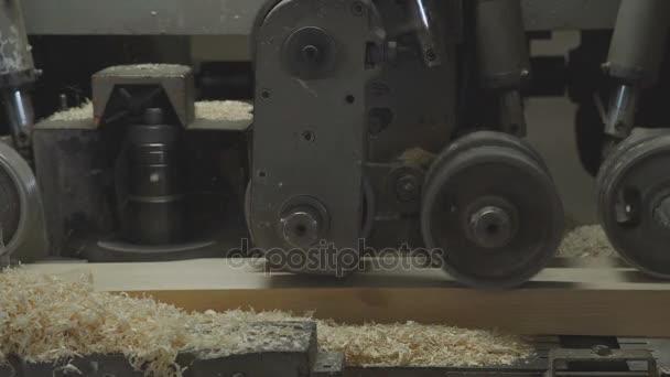Impregnace dřevěných kusů na výrobu laminované dýhy řezivo.