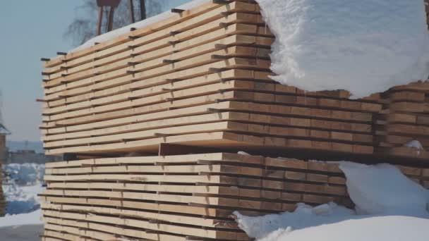 Holzbau und die Produktion von Furnierschichtholz.