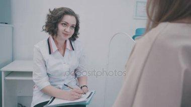 Мед обследование у гинеколога-видео, как сделать приятно через вирт