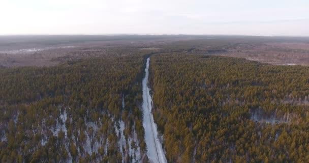 Letecký pohled na krásné zimní krajiny z ptačí pohled