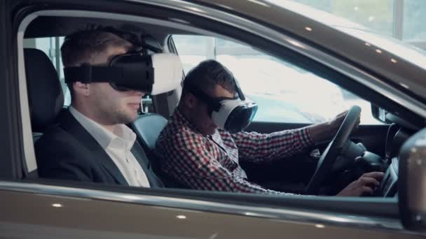 Muž na virtuální zkoušku pro řidičský průkaz