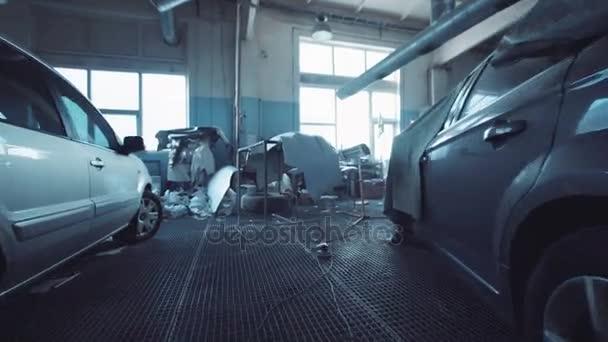 Interieur van een auto repareren garage met blauwe Toon — Stockvideo ...