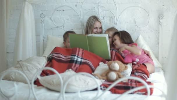 Matka a děti čtení knihy