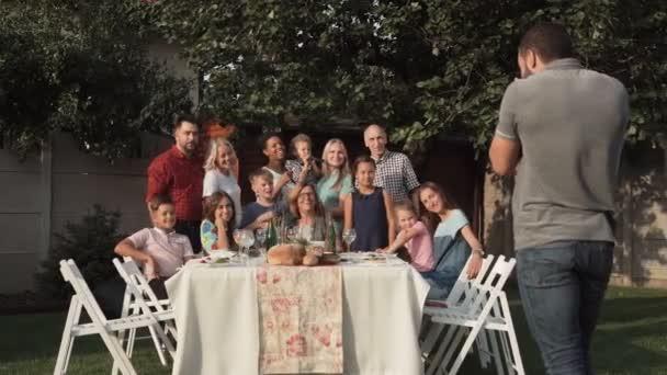 Rodiny, kteří se skupinové foto