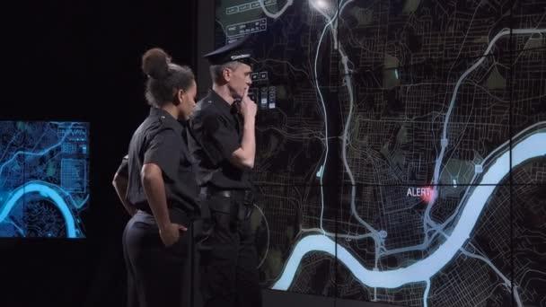 Policisté honí gang z dohledu úřadu
