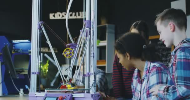 Schüler erforschen Technologie im Labor