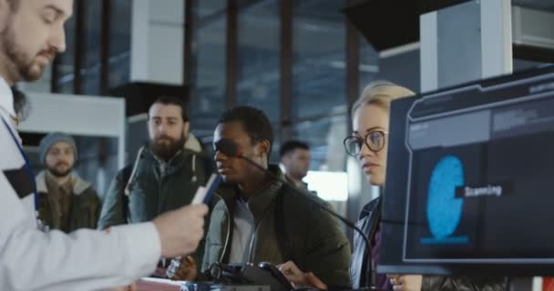Bezpečnostní personál letiště zpracování cestujících