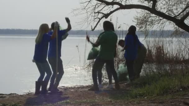 Fröhliche feiern Bereinigung freiwilligen beenden