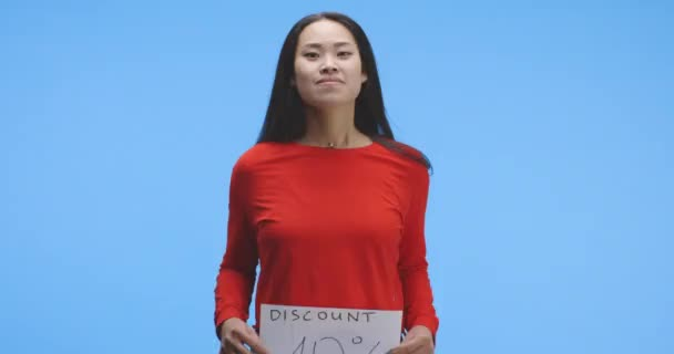 Young woman holding discount sign