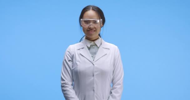 Porträt einer jungen Wissenschaftlerin
