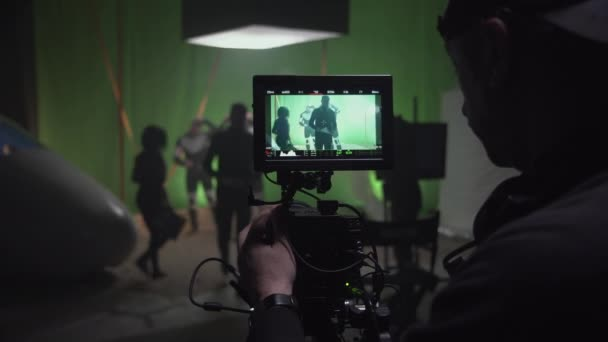 Kameraman natáčí scénu pro sci-fi film