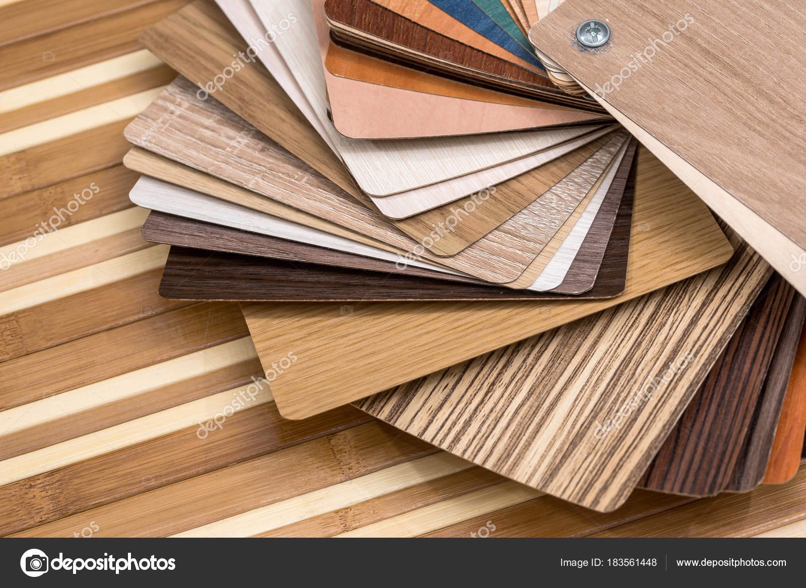 Campioni Mobili Laminato Sulla Scrivania Bambù — Foto Stock © alfexe ...