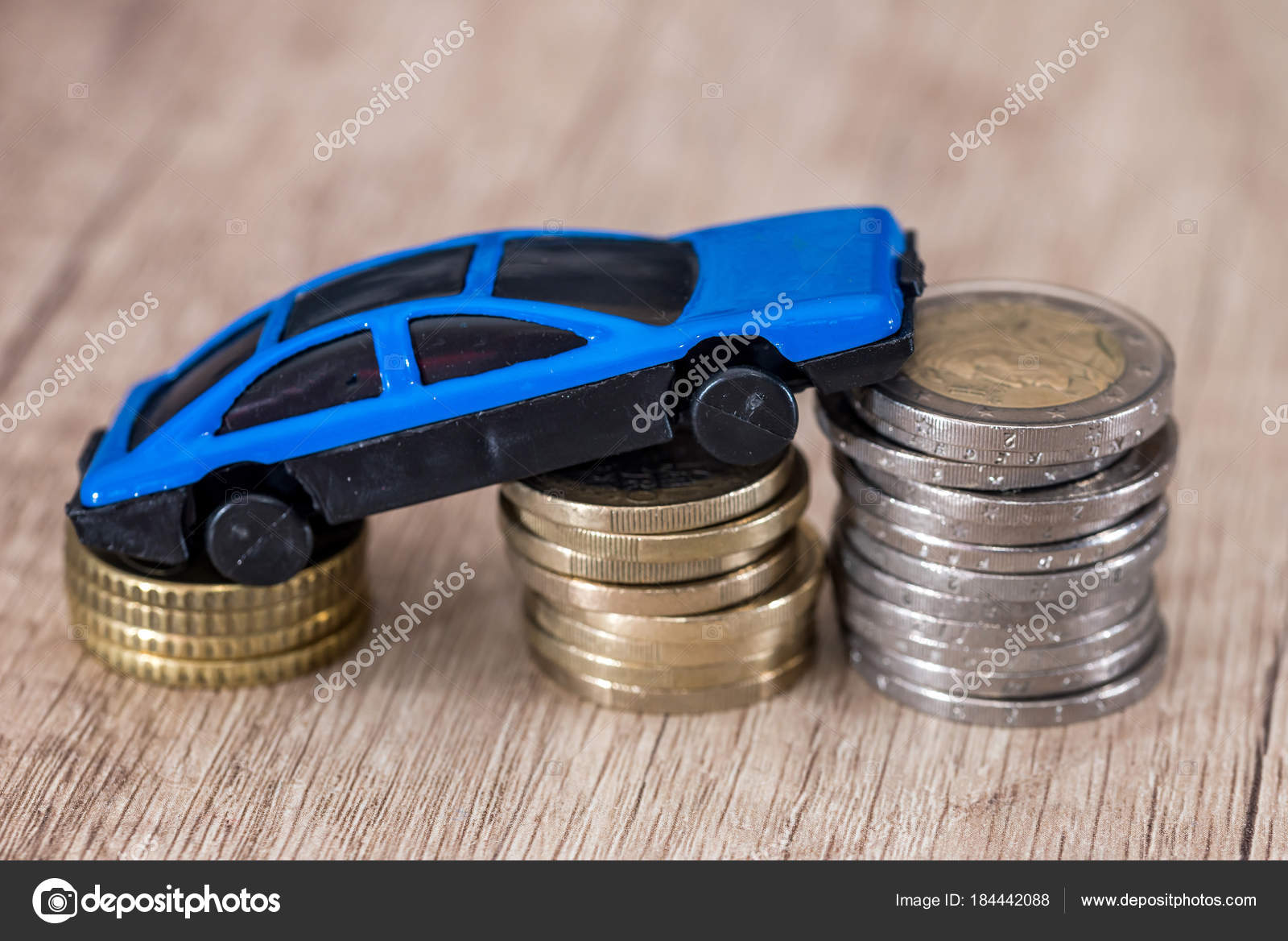 Cierre — Con Monedas Arriba Foto Azul Coche Euro Juguete Para v08wnOmNy