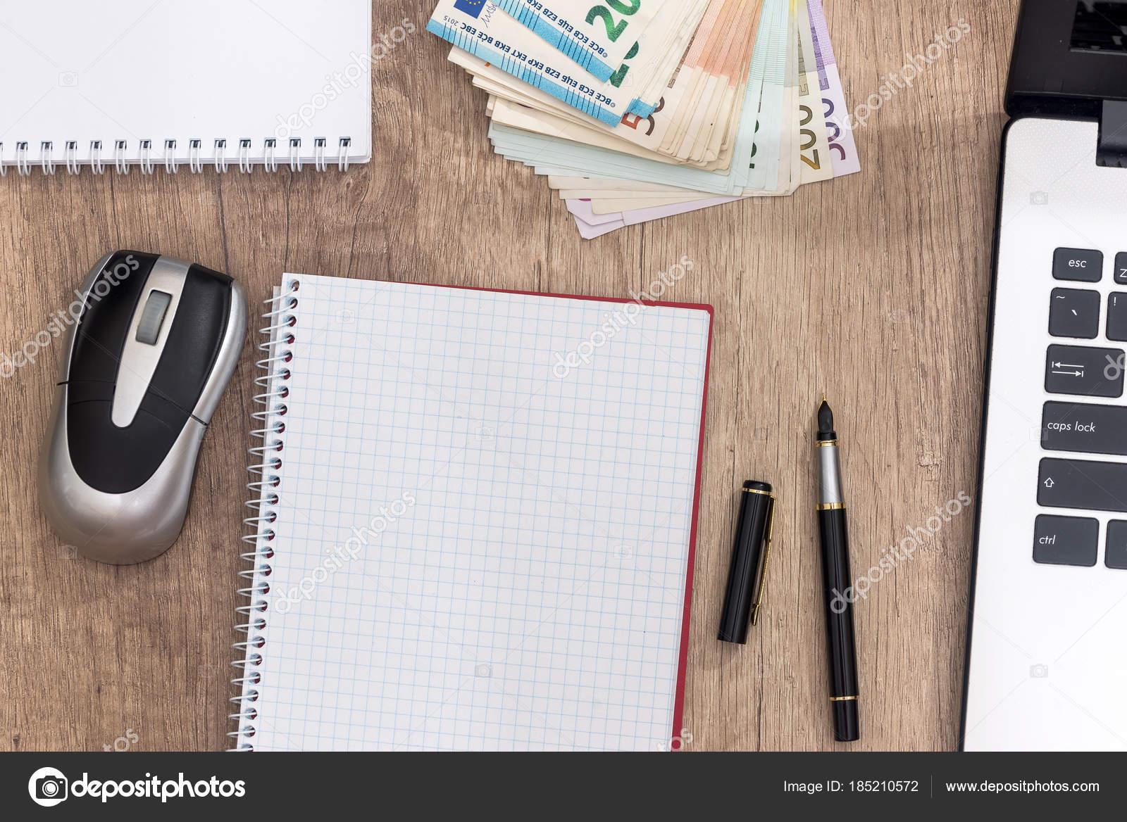 Ordinateur Portable Stylo Billet Euros Bloc Notes Sur Bureau