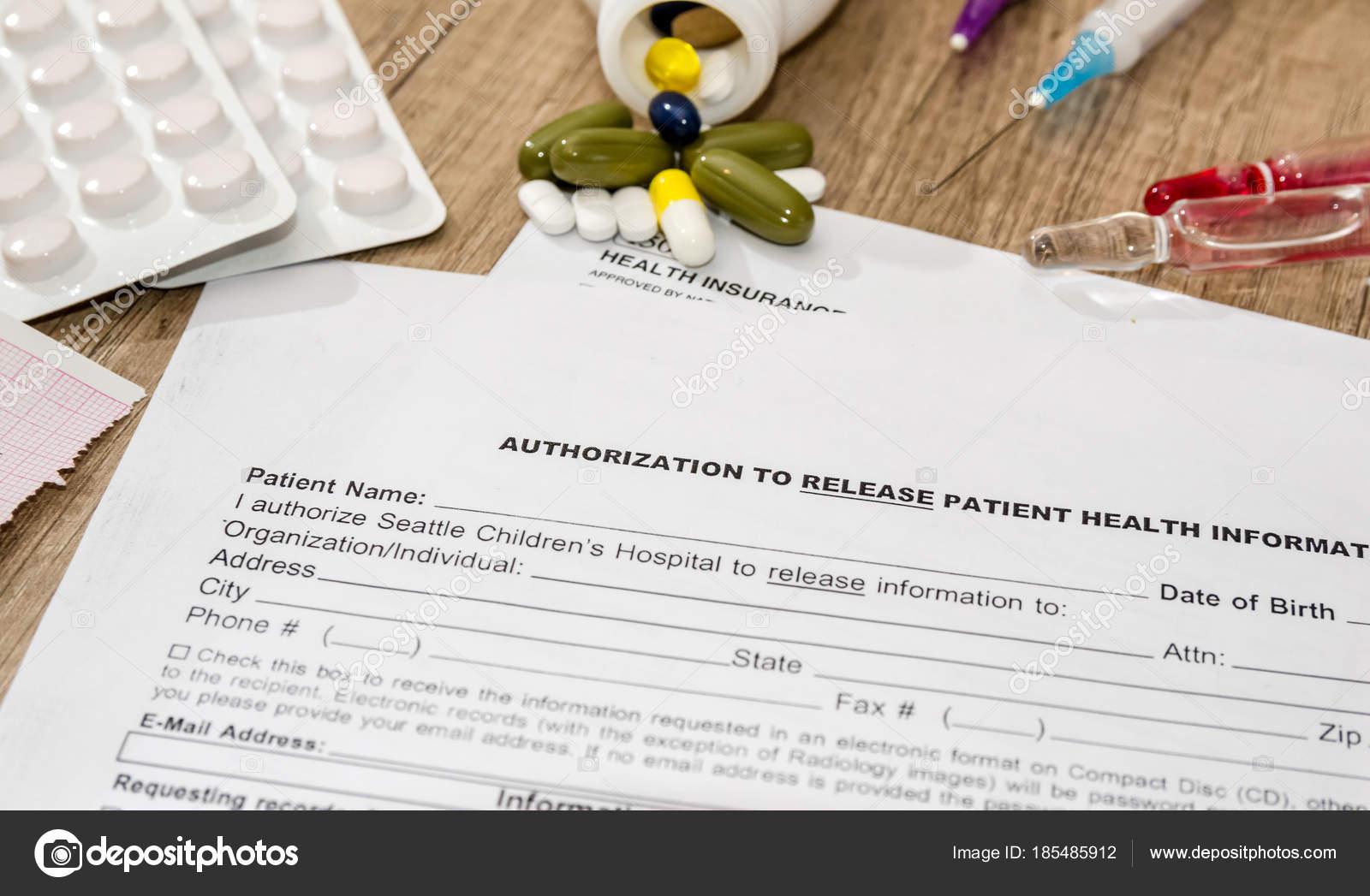 медицинская пациента форма таблетки шприцы столе стоковое