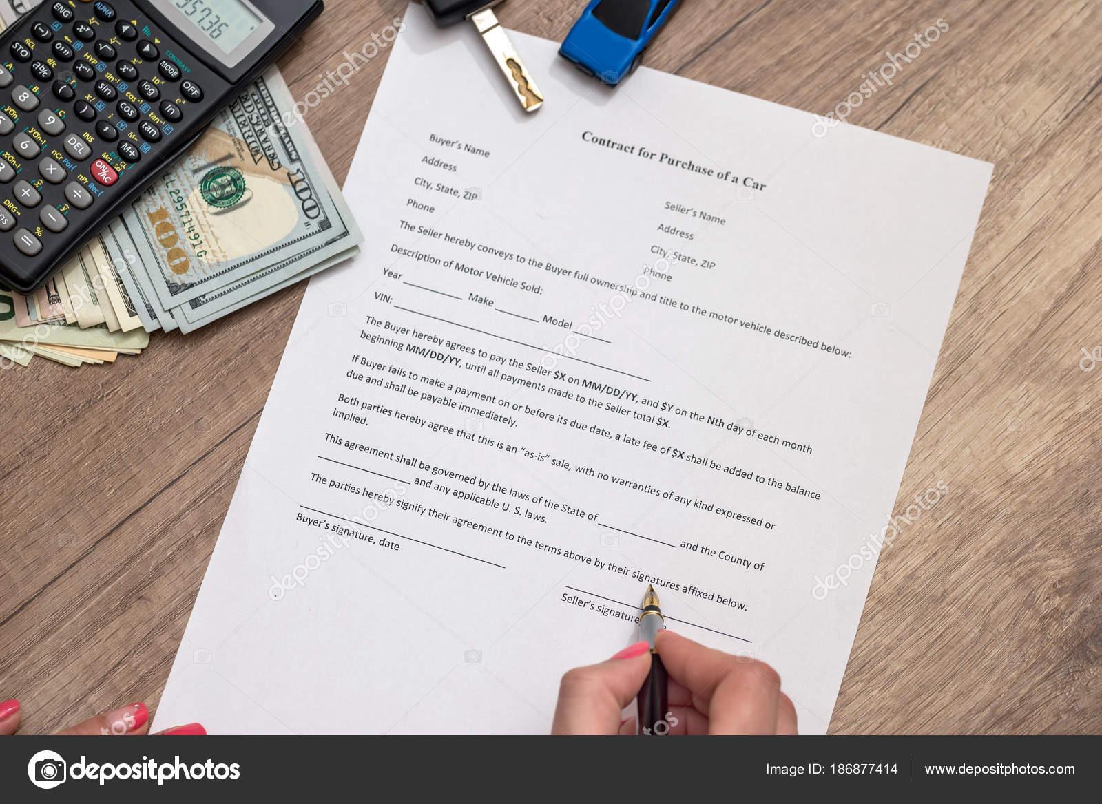 Auto Vertragsformular Mit Geld Kugelschreiber Schlüssel Stockfoto