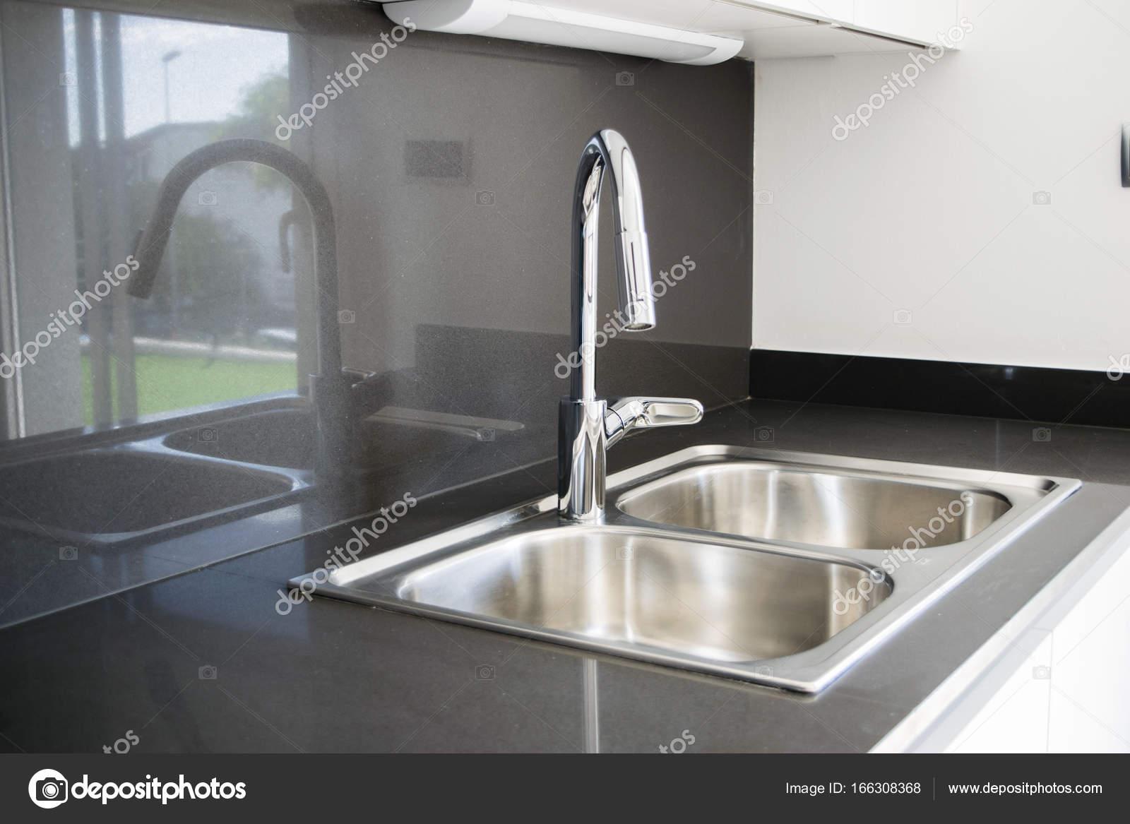 Un évier de cuisine en acier inoxydable bol double dans un style moderne image de ollyplu