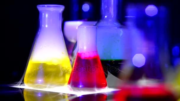 Chemiekolben und Rauch