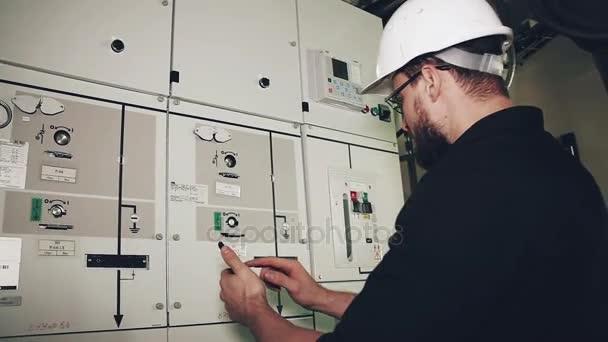 Installation und Wartung von Windkraftanlagen.