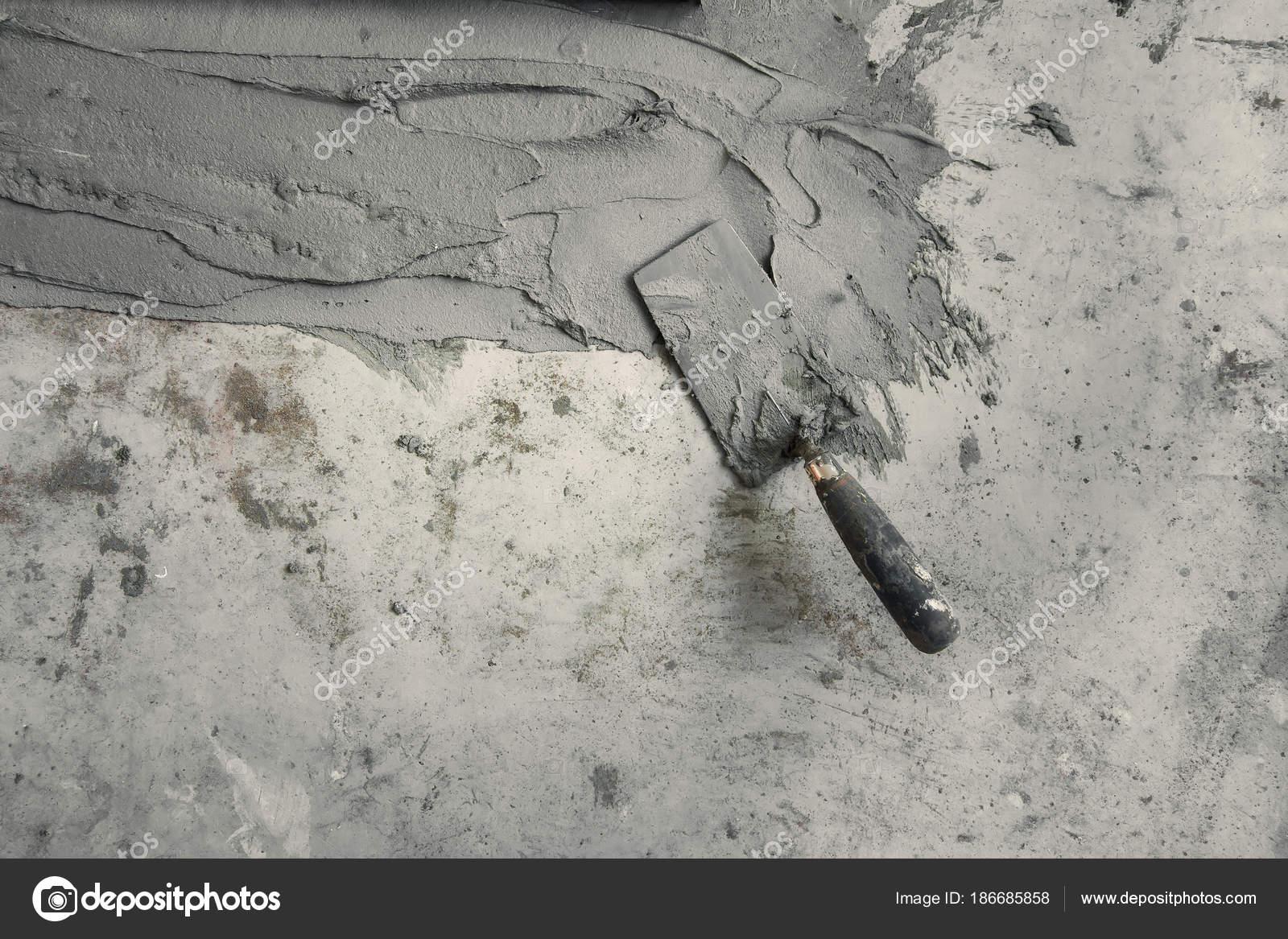 Spachtel Auf Dem Betonboden — Stockfoto © FINDEEP #186685858