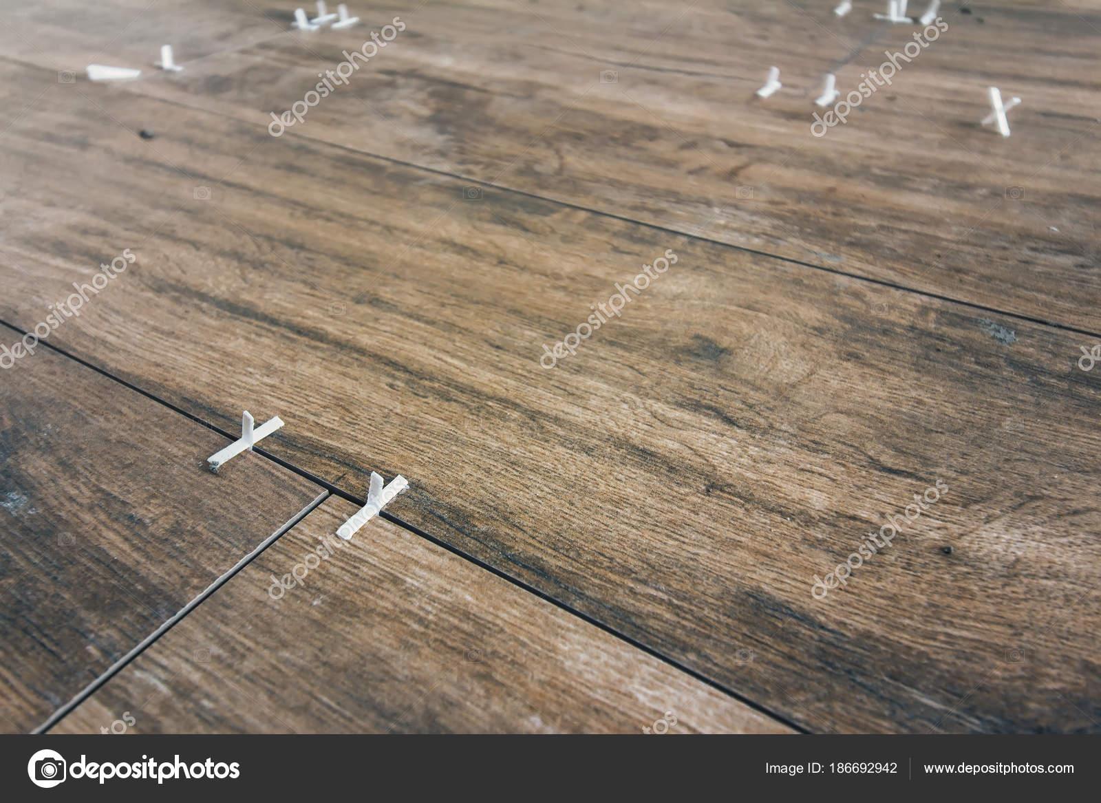 Processo posa piastrelle pavimento u2014 foto stock © findeep #186692942