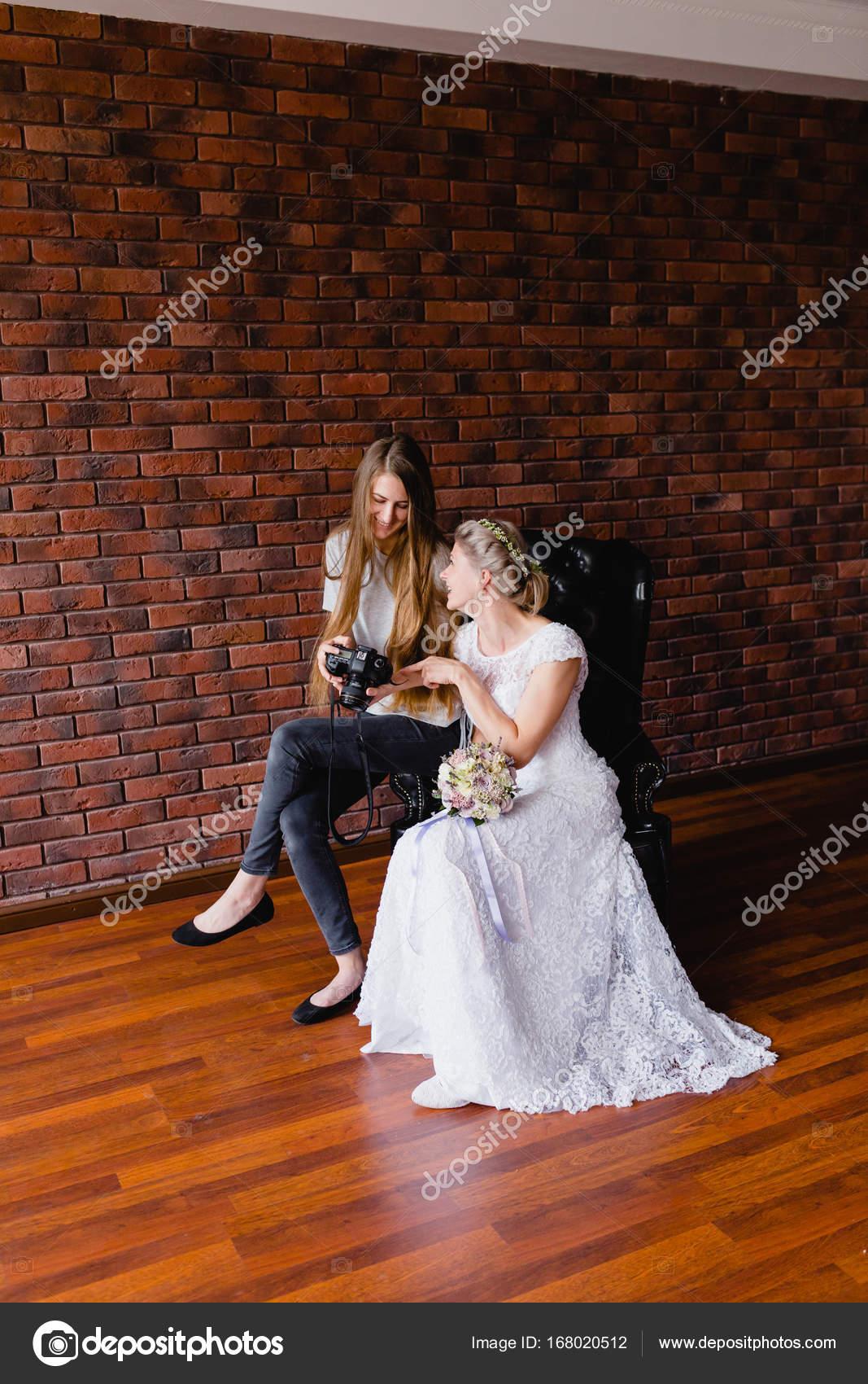 Grote Lederen Fauteuil.Fotograaf Toont Dat De Bruid Had Alleen Foto S Genomen Op Een Grote