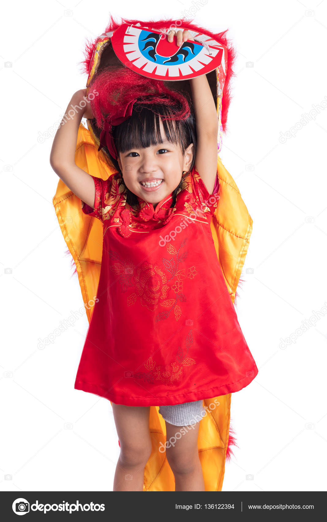 35de4c90a Smiling Asian Chinese little girl with Lion Dance costume — Stock ...